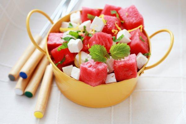 Рецепт                  Салат из сыра с фруктами