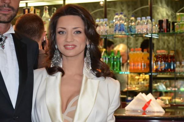 Татьяна Денисова в откровенном наряде