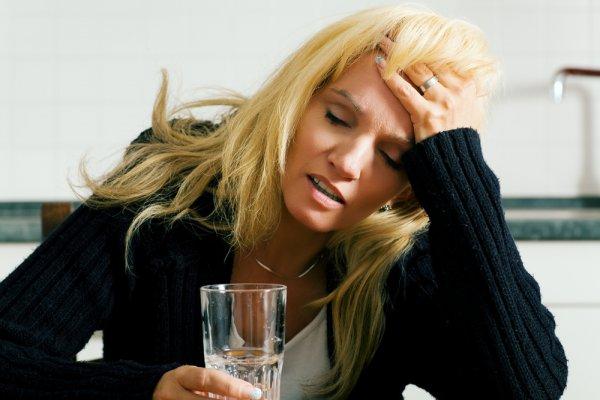 Лучшие способы избежать похмелья – не курить, закусывать и не смешивать алкогольные напитки