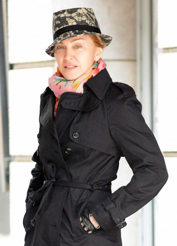 Мадонна без макияжа выходит в свет