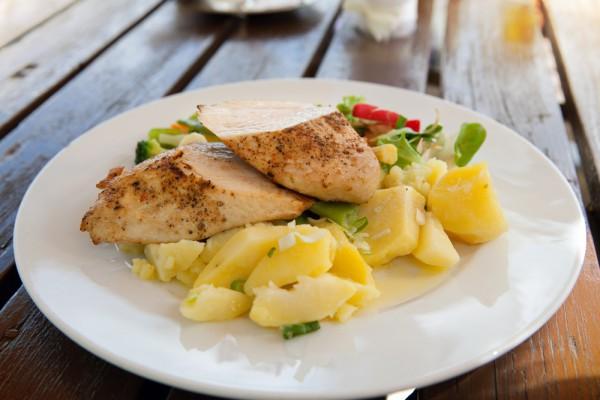 Куриные бедрышки с овощами в горчичном соусе