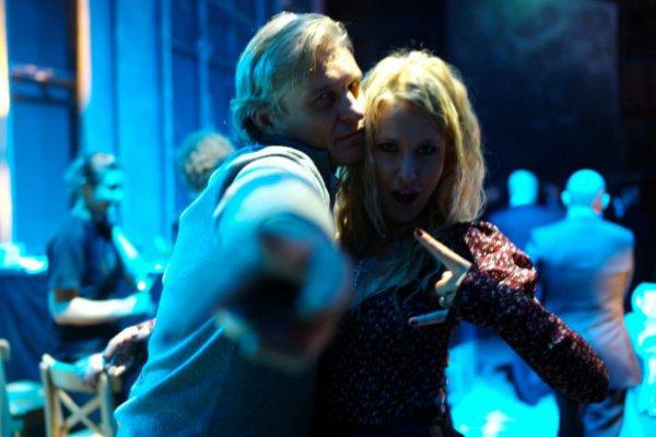 Ксения Собчак с блондином вытанцовывает на дискотеке