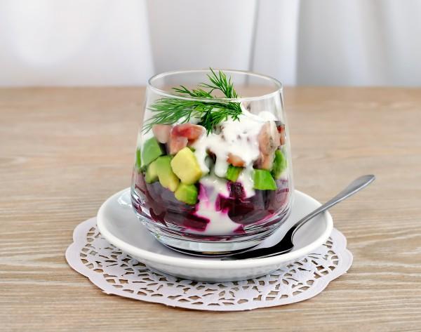 Салат на Новый год из авокадо и свеклы