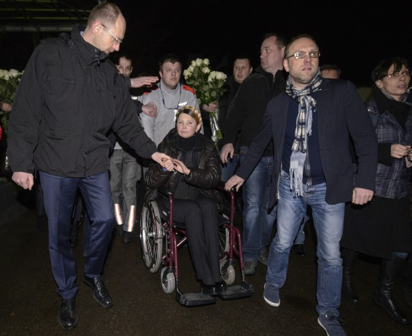 Первое появление Юлии Тимошенко на публике после заключения: в инвалидной коляске и на каблуках