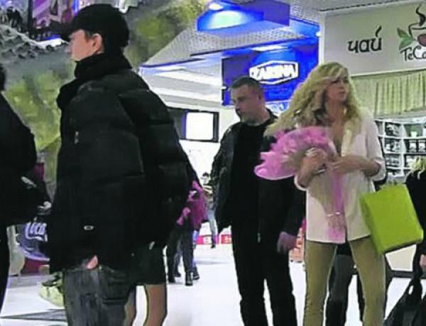 Вера Брежнева на шопинге