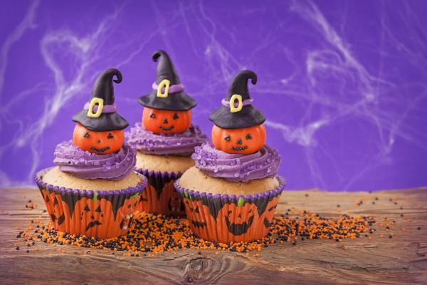 Сладкие кексы с праздничным декором обязательно понравятся твоему ребенку