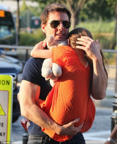 Том Круз впервые за несколько недель повидался с обожаемой дочкой