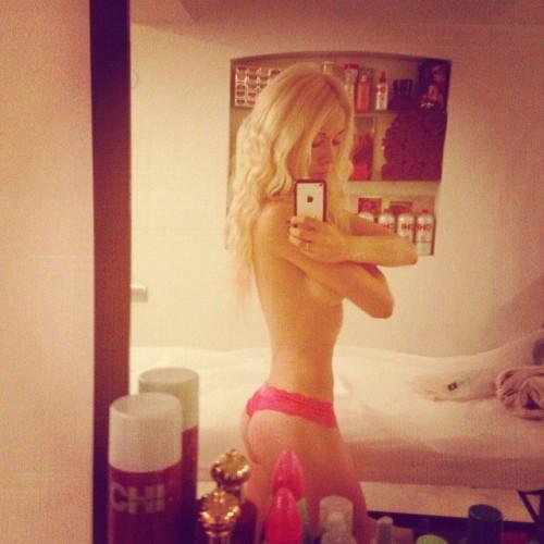 Одесская Барби оголилась для фото