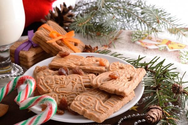 Фигурное печенье готовят на Рождество и Новый год