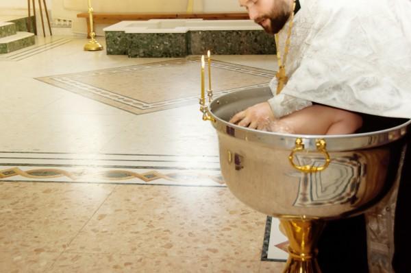 Нужно ли крестить малыша и когда