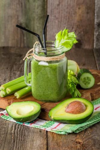Витаминный смузи с авокадо и шпинатом фото