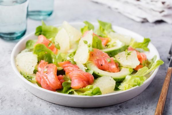 Рецепты на Новый год 2017 с фото: салат с лососем