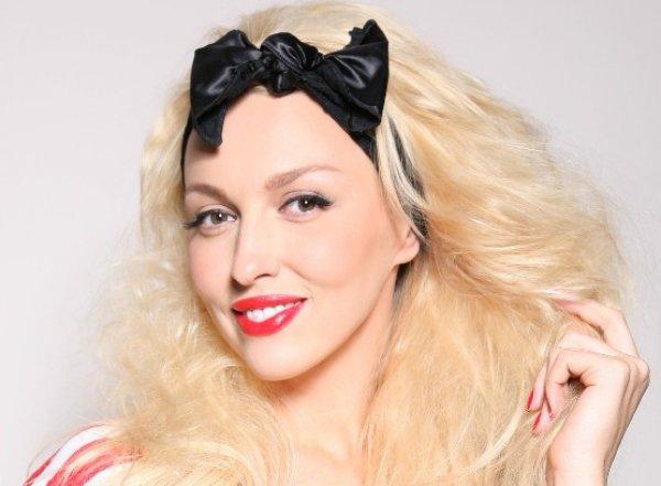 Певица Оля Полякова отдыхает в Эмиратах со всей семьей и без няни