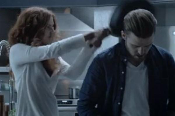 Джастина Тимберлейка ударила сковородой по голове внучка Элвиса Пресли