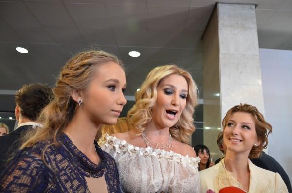 Снежана Егорова с дочками пришла на церемонию Viva! Самые красивые 2012