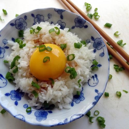 Рис с зеленым луком и яйцом