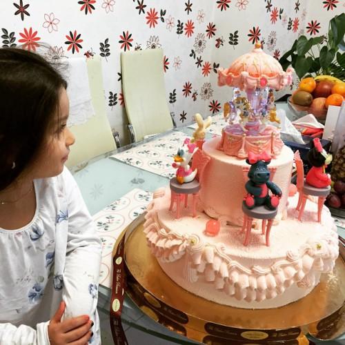 Ксения Бородина заказала для дочери торт в честь выздоровления