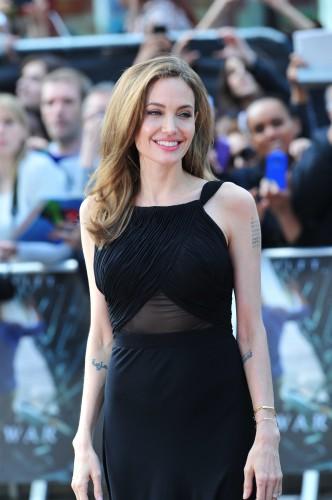 Анджелина Джоли появилась на публике с новой татуировкой