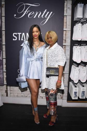 Рианна с мамой фото