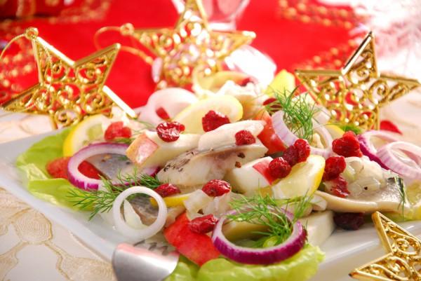 Рецепт                  Рождественский салат из сельди, яблок и клюквы