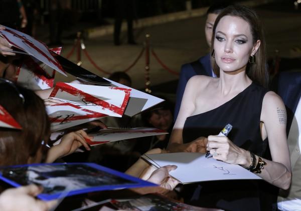 Андженлина Джоли страдает от боли в груди
