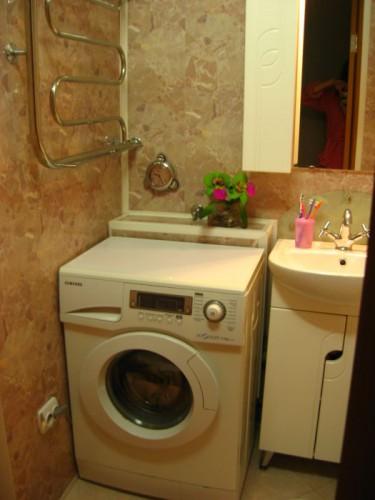 стиральная машина в хрущевке в ванной