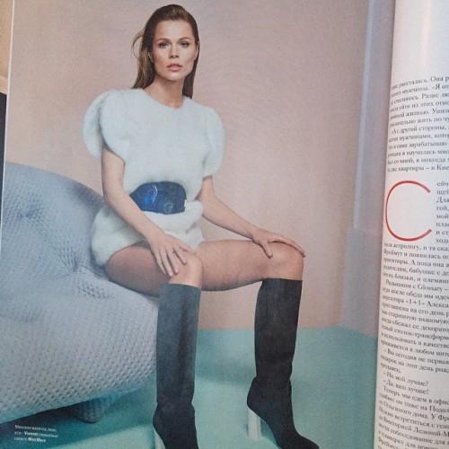 Оля Фреймут позировала для журнала в одежде пастельных тонов