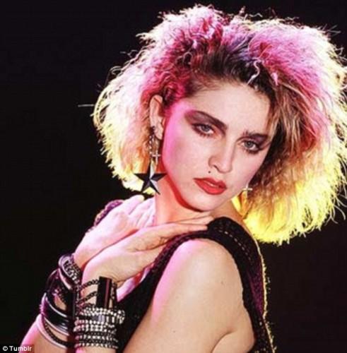 Сама Мадонна также склонна к экспериментам с цветом волос
