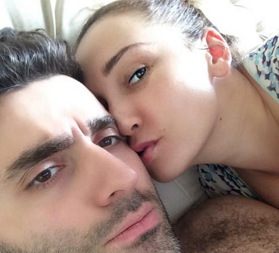 Анфиса Чехова показала утреннее фото с мужем в постели