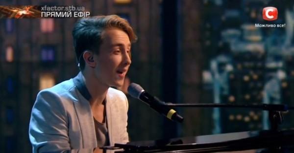 Х-фактор 7 сезон 1 прямой эфир: солист играл на пианино