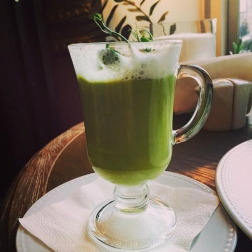 Любимое блюдо Евы Польны во время программы похудения – капучино из зеленого горошка
