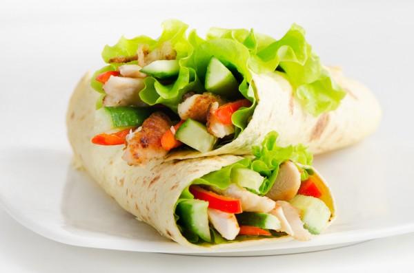 Буррито с курицей и овощами