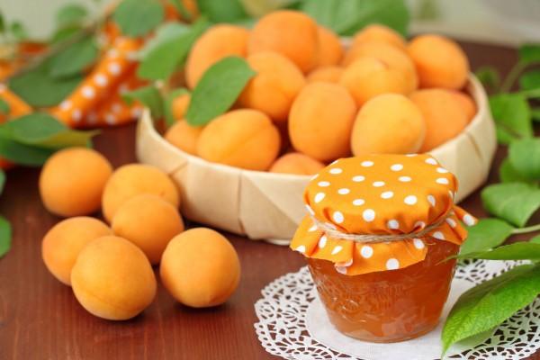 Персиковый джем с миндальным орехом