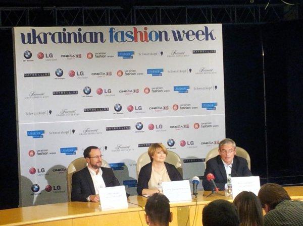 Слева направо: основатель UFW Александр Соколовский, глава оргкомитета Ирина Данилевская и генеральный продюсер Владимир Нечипорук