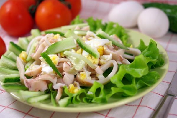 Рецепт                  Салат из кальмаров и огурцов