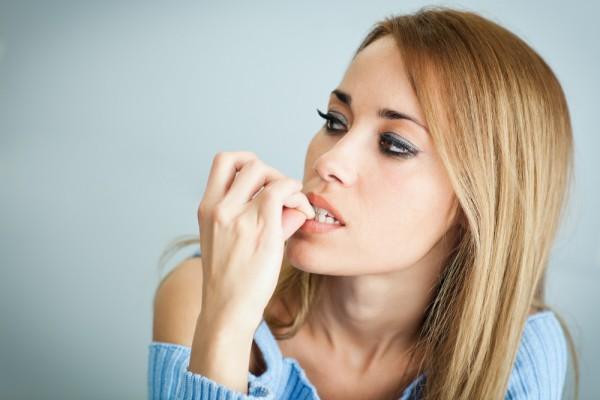 Люди, которые грызут ногти, подвержены риску развития психических заболеваний
