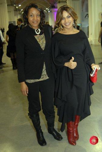Гайтана в платье от дизайнерского дуэта Наталья Каменская и Олеся Кононова (справа)