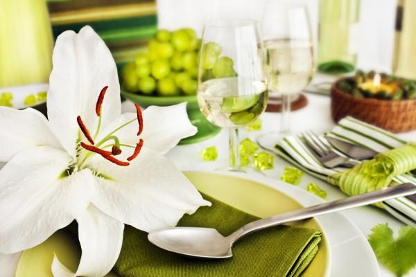 В центр стола поставь тарелку с сезонными фруктами