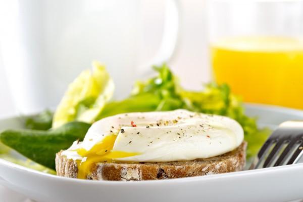 Яйца с беконом на завтрак