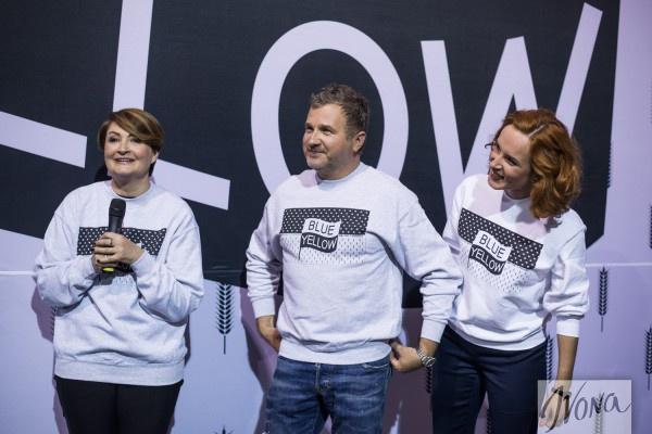 Ирина Данилевская, Юрий Горбунов и Юлия Бориско (слева направо) в свитшотаъ от Федора Возианова