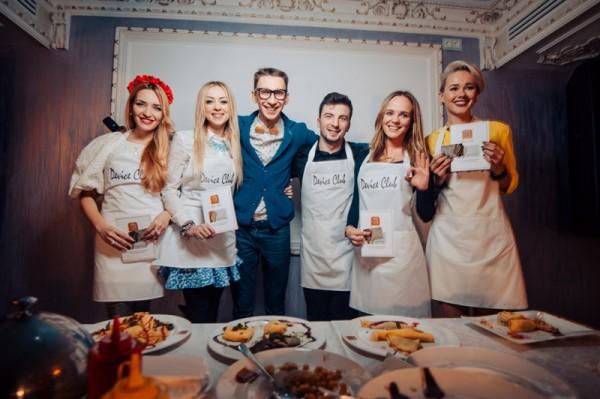 Валевская приняла участие в конкурсе на самый креативный блин