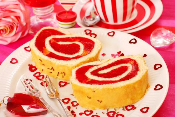 Бисквитный рулет на День святого Валентина