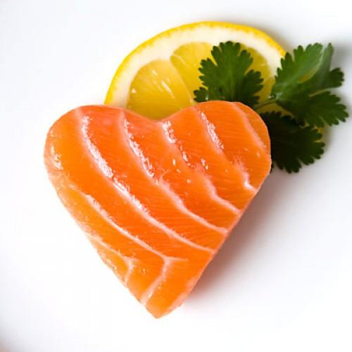 Лосось содержит витамин В6, который повышает уровень гормона удовольствия, а лимон –мощный антиоксидант – витамин С