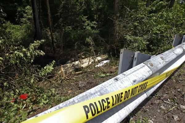 Место аварии, огражденное полицейской лентой