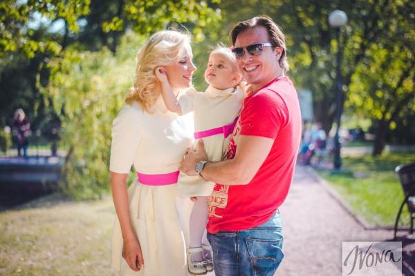 Лилия Ребрик с мужем и дочкой
