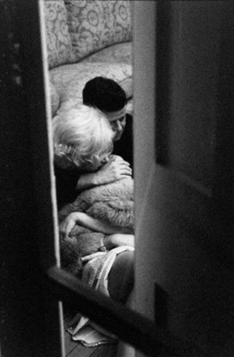 Отношения Джона Кеннеди и Мэрилин Монро развивались за закрытой дверью
