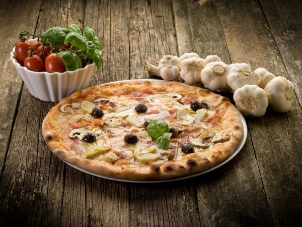 Пицца Капричиоза с белым соусом