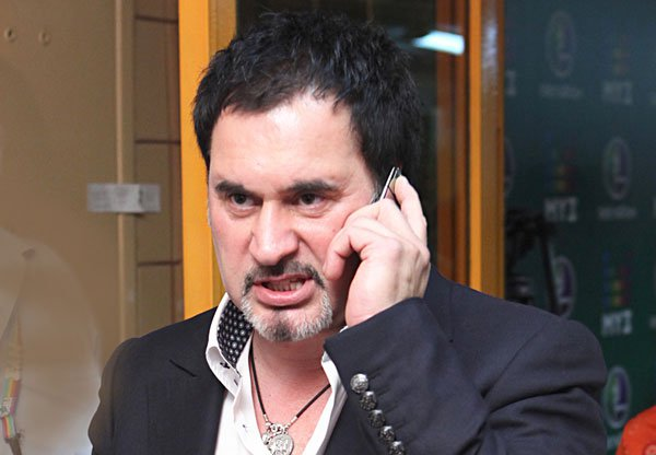 Валерий Меладзе не является в суд, а Евгению Гусеву увозят от туда на