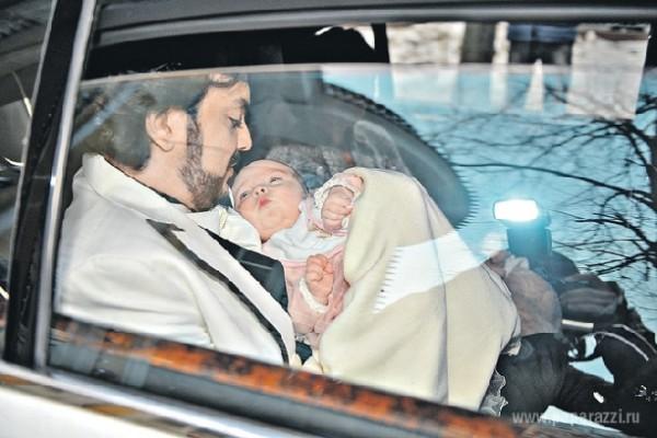 Редкое фото: Филипп Киркоров на крестинах дочери Аллы-Виктории