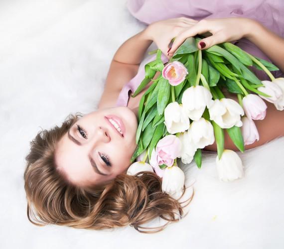 Поздравления с 8 марта порадуют представительниц прекрасного пола, особенно если они будут от души